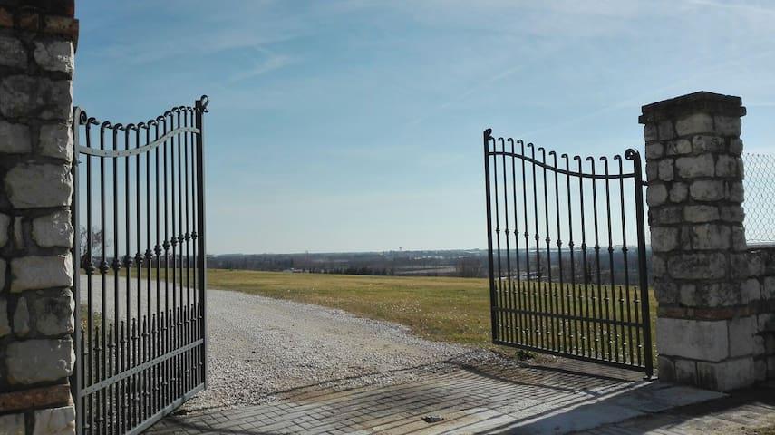 Castello d'Aviano的民宿