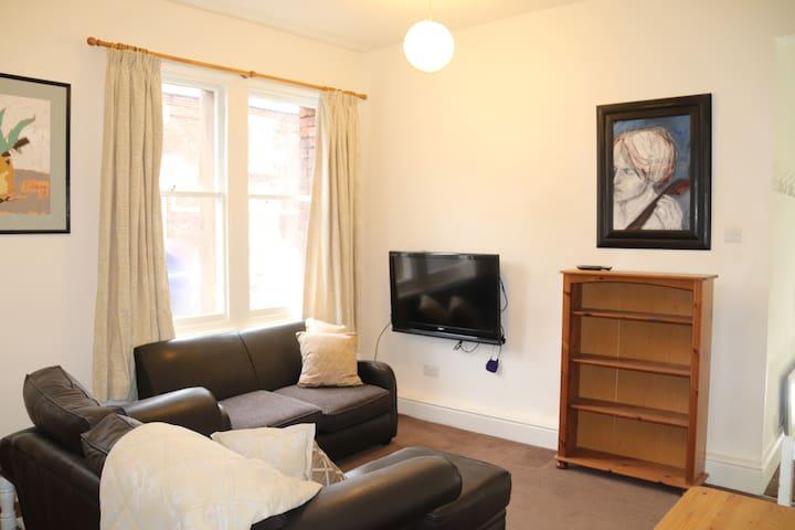 Clean Bright Apartment - in Denton Holme, Carlisle