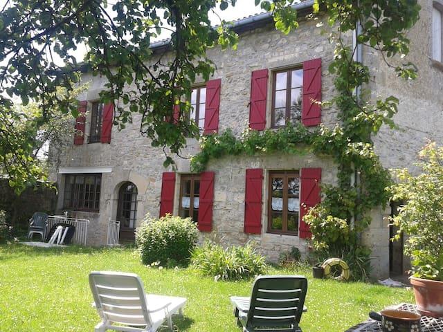 Dun-sur-Meuse的民宿