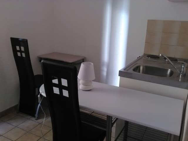 Studio meublé en plein coeur de ville