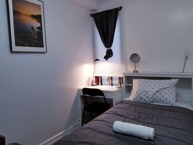Cosy bedroom + private bathroom at center Toronto