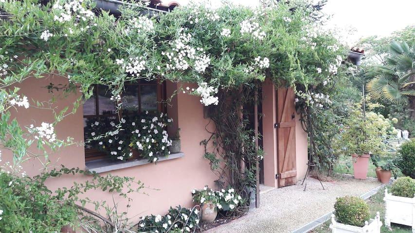 Miramont-Sensacq, Aquitaine-Limousin-Poitou-Charentes, FR的民宿