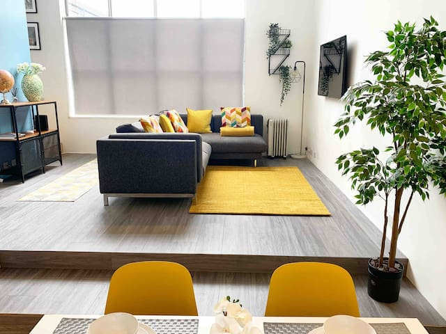 Luxury Town Centre Apartment at The Lightbox