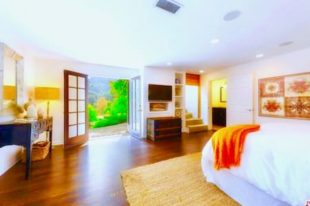 Luxurious Hollywood Hills Oasis+Spa/Jacuzzi/Steam