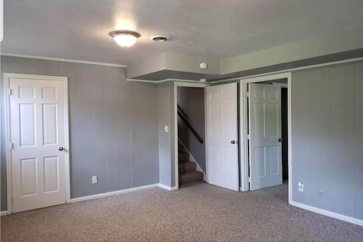 Kitchenette, 4 rooms including bathroom and laundy
