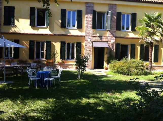 Rocca d'Arazzo的民宿