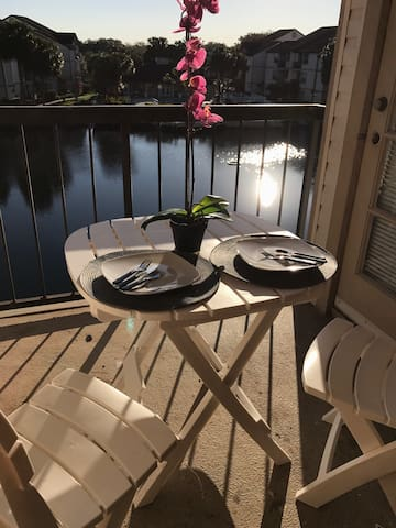 UV SANITIZED  NEAR UNIVERSAL, DINING & SHOPPING