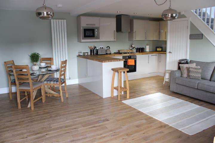 Luxury Cottage close to Leeds & Bradford Airport