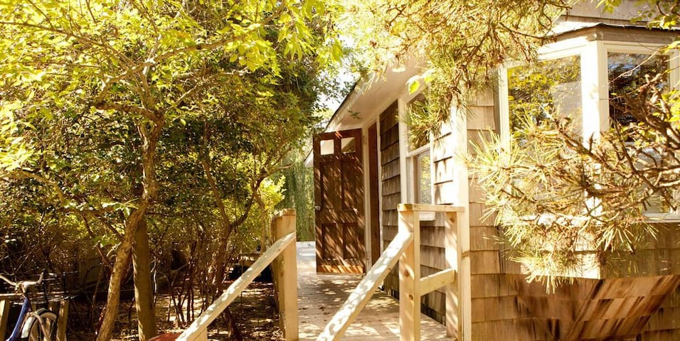 Family Beach House – Shed Your Stress!