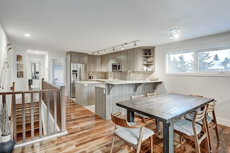 Beautiful Canmore Home with views and walk to DT