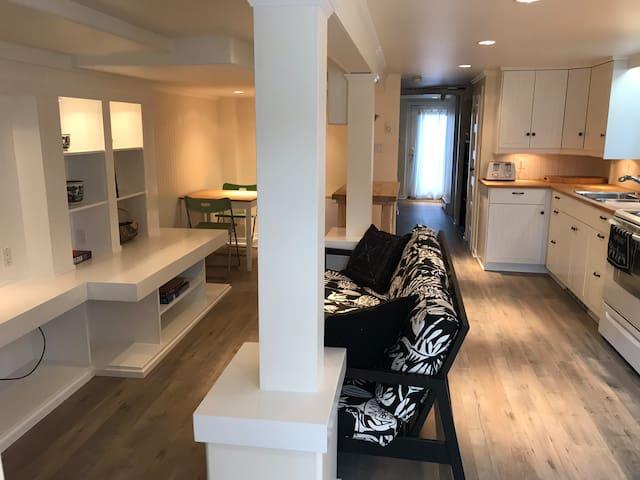 Oak Bay Beach Apartment