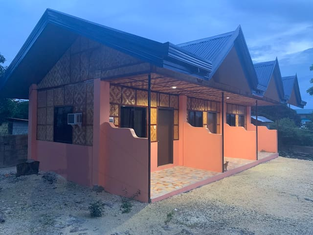 Denney's Backpackers Lodge