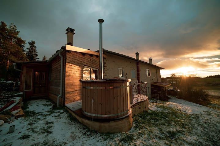 Gîte avec vue et bain chaud