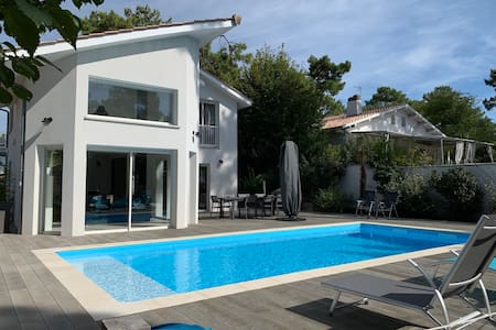 Pleasant air-conditioned villa with heated pool