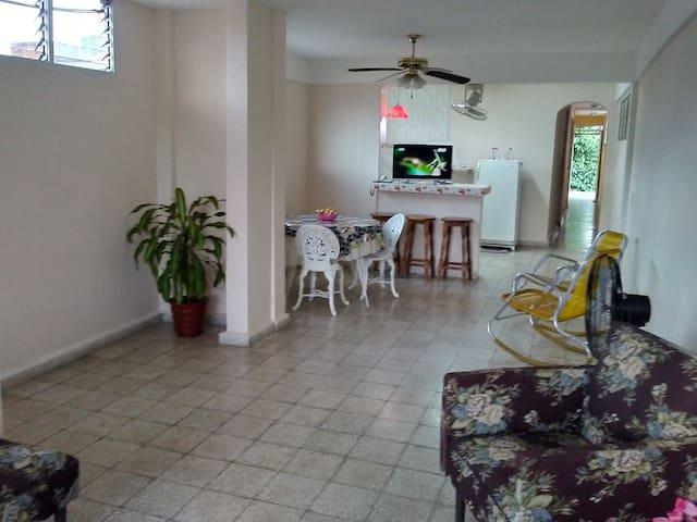 圣地亚哥德古巴民宿