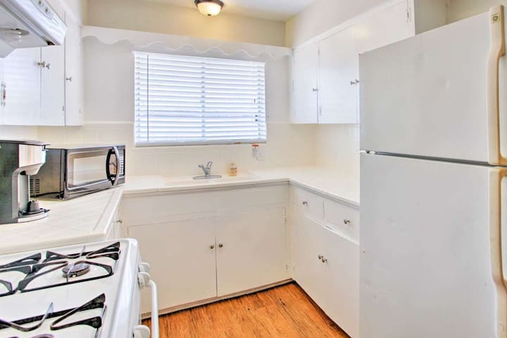 2 room 1 bath Chic Apt Lakewood Lower Greenville
