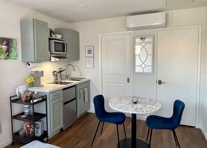 New, beautiful private casita w/ full kitchenette.