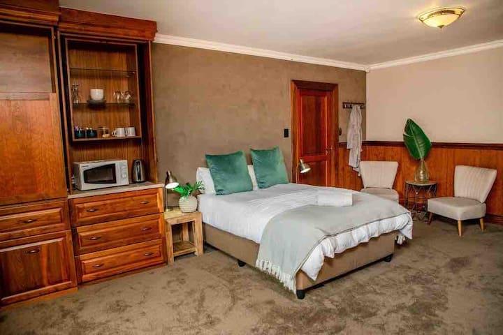 Aloe Room - Luxury and Private En-suite room