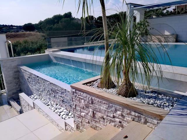 MANDARINE terrasse privée avec piscine-jacuzzi-bar