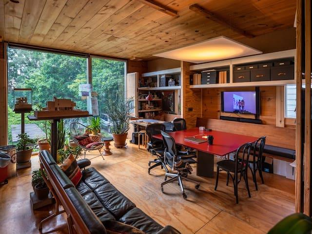 Architect's Atelier: Urban Retreat + Workspace