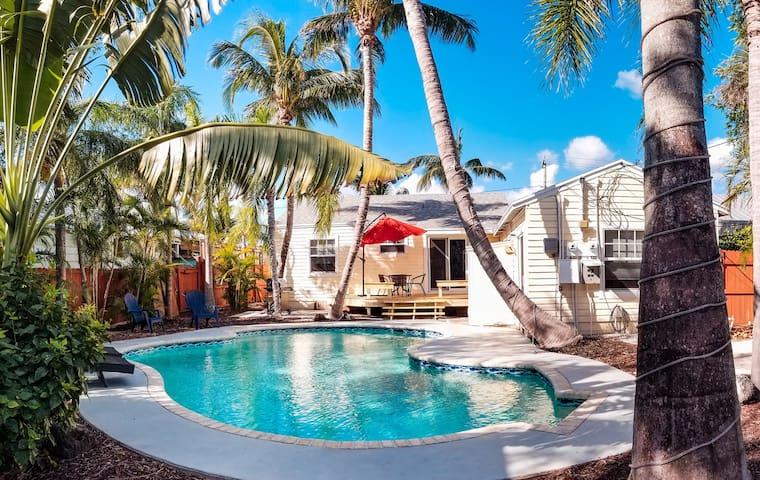 Cozy Delray Beach Vacation Rental 3/2 Home + Pool