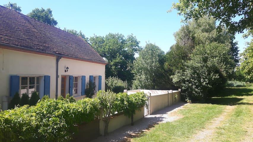 Saint-Aubin-le-Monial的民宿