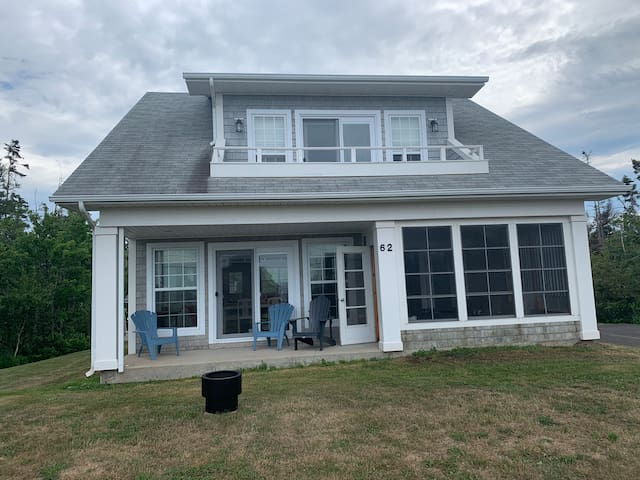 Cozy cape cod cottage for a little taste of heaven