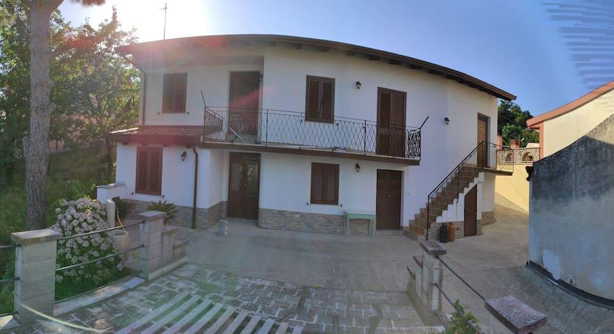 Gioiosa Marea的民宿
