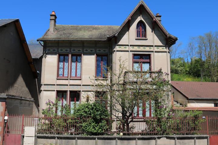 Saint-Léger-des-Vignes的民宿