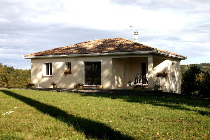 Sainte-Croix-Volvestre的民宿