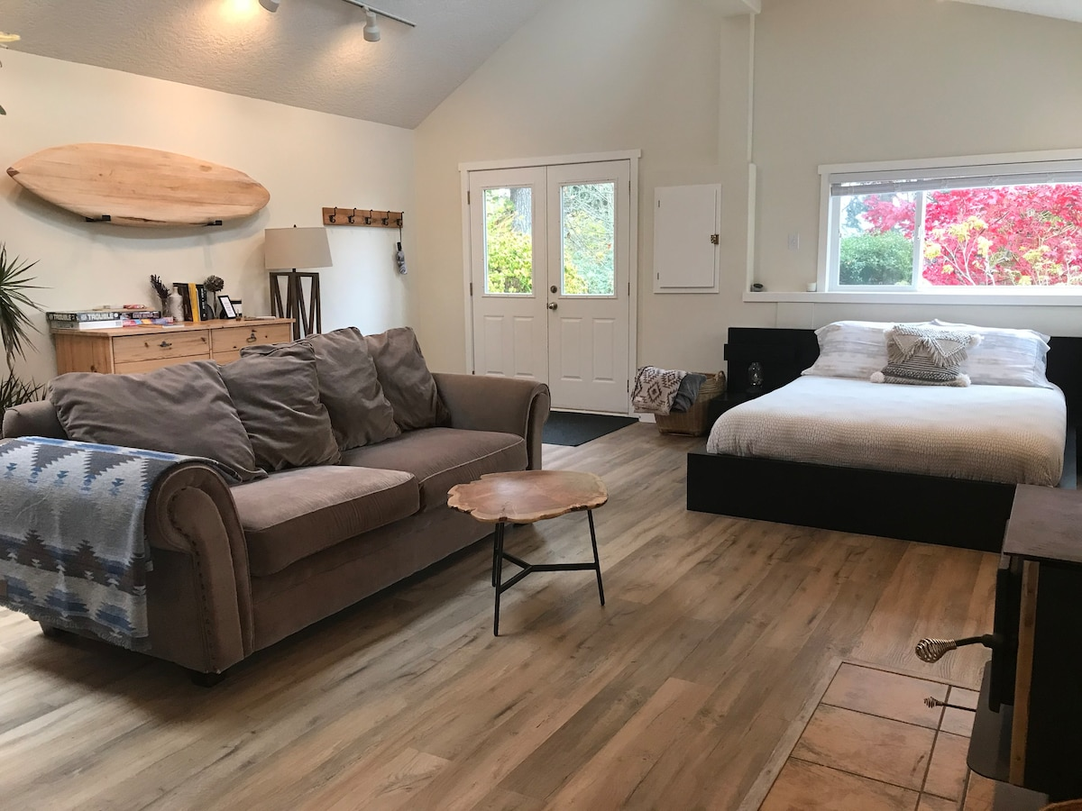 Studio Cottage in Otter Point - No Cleaning Fee