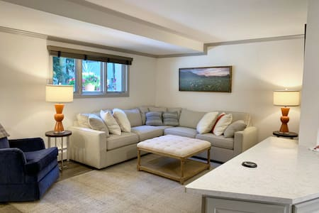 Convenience + Style! 2 Queen Beds, Walk Everywhere