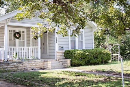 Cottage 506:: Walk to Main Street  (FBGTX15007)