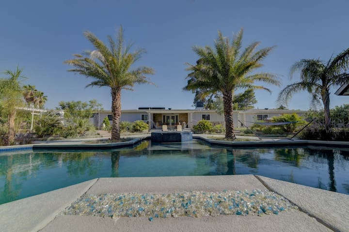 4br villa, huge pool, jacuzzi, bbq.. just for you!