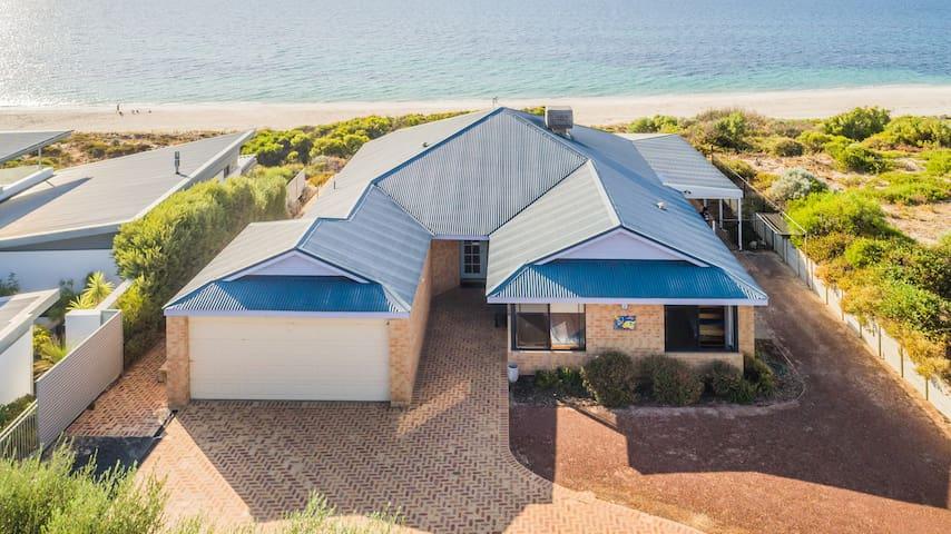 Oceanside beach house with Wifi