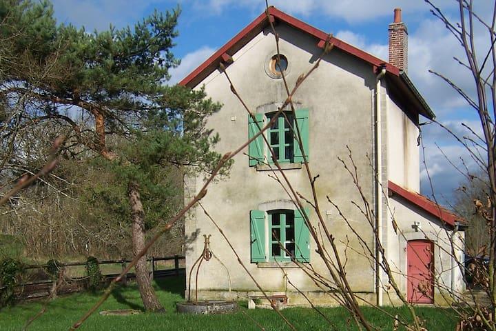 Ervy-le-Châtel的民宿