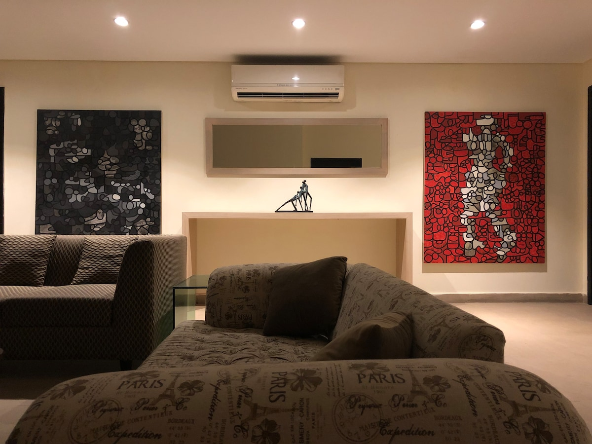 Pvt Luxry 2 bedroom apartment mm alam road Gulberg
