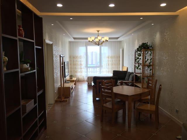 市宾馆成吉思汗广场附近精装修公寓整套短/长租
