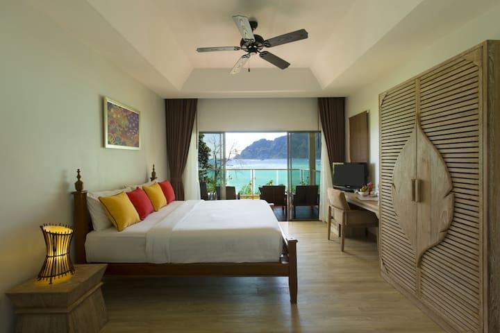 Luxury Villa at Tonsai Bay!