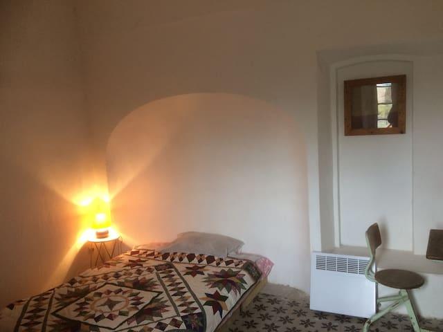 White room, @ecossedoc enjoy art in comfort.