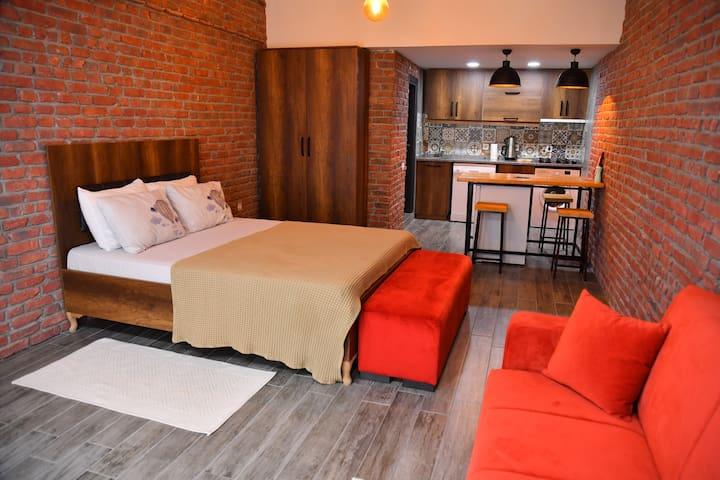 Vavilla Apartment Red