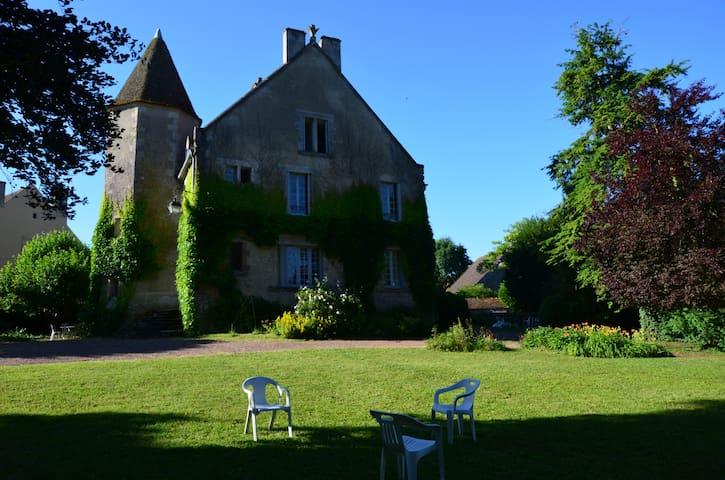 Monceaux-le-Comte的民宿