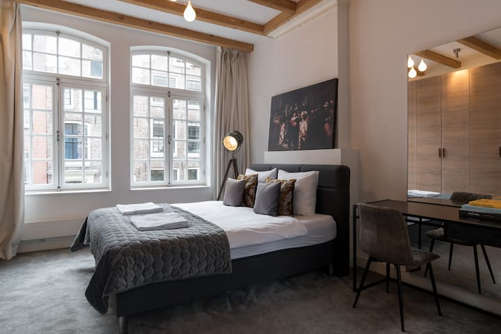 Private luxury studio with jacuzzi @ Leidseplein
