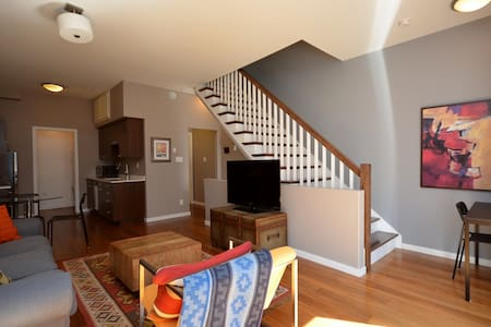 Chic Two Bedroom Super Central to Downtown