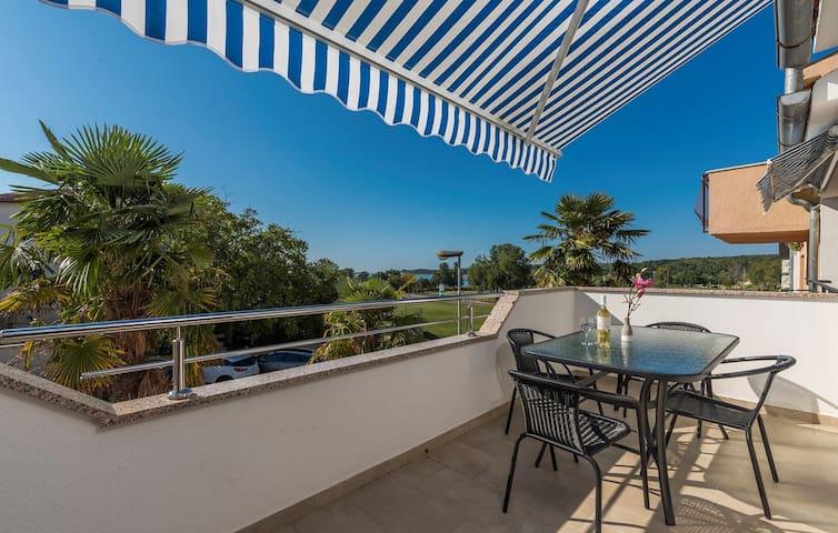 Apartments Vitas in Funtana / Apartment Vitas III with Sea View
