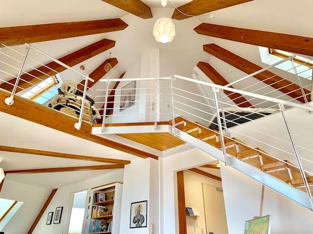 Design-Penthouse mit Massageliege und Dachterrasse