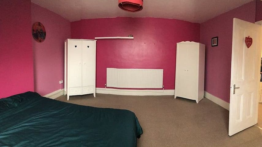 Very quiet and spacious double rooms.