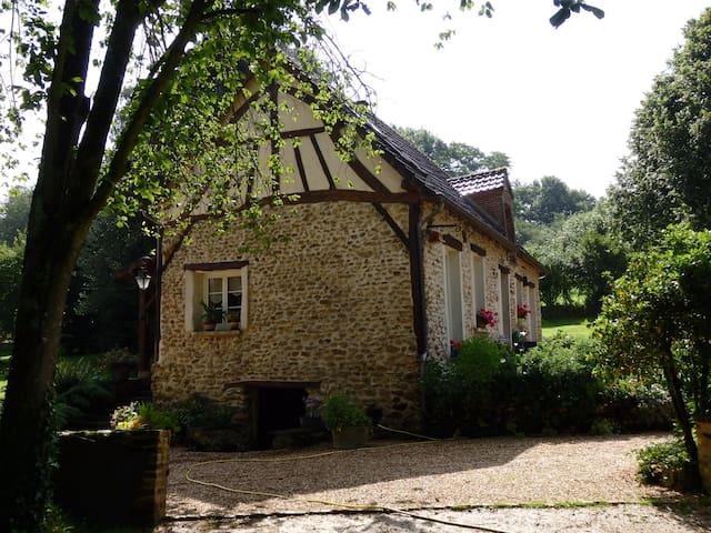 Saint-Aubin-sur-Gaillon的民宿