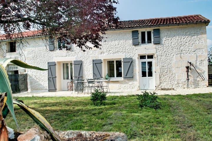 Dompierre-sur-Charente的民宿