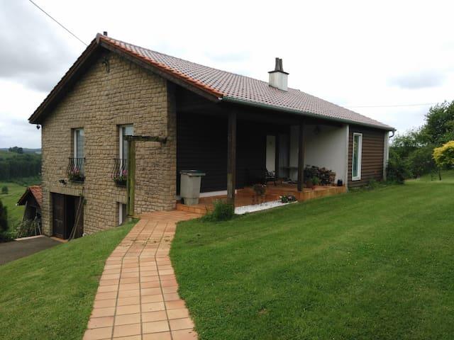 Meix-devant-Virton的民宿